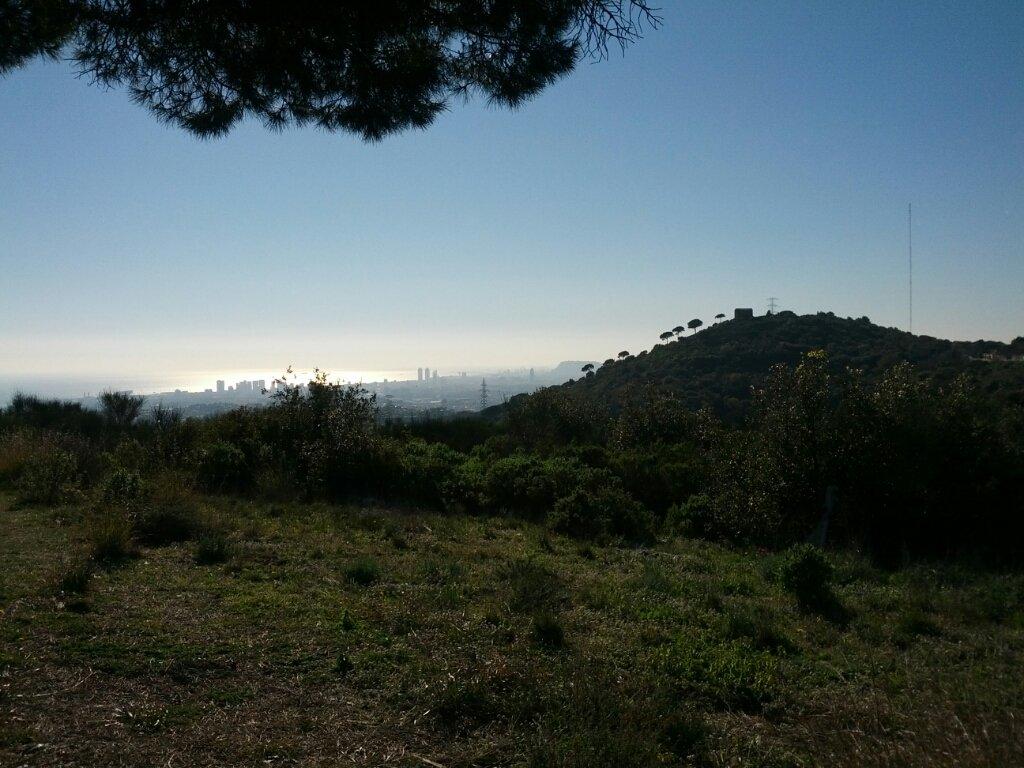 La vista sobre el Barcelonès i el turonet amb l'ermita de Sant Onofre