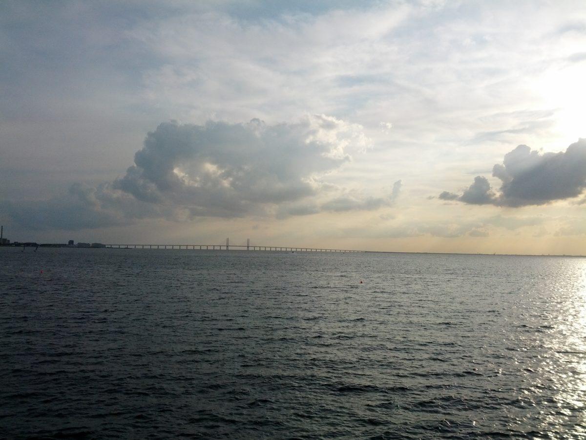 Pont d'Öresund vist des de molt lluny