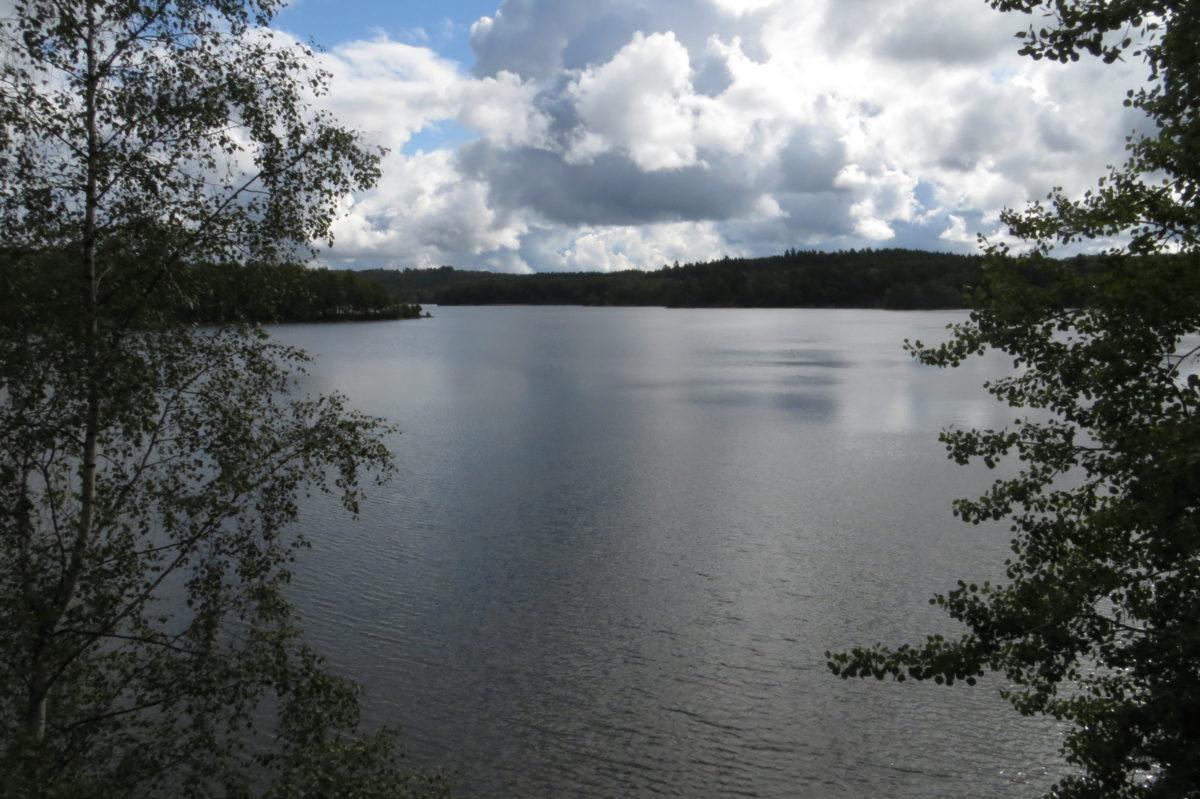 Vista del llac, bastant núvol i ombrívola