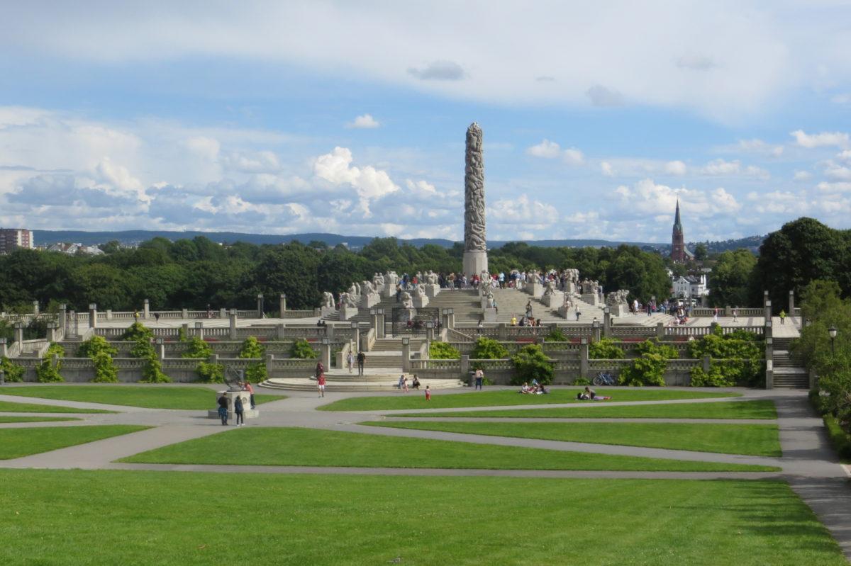 Vista general del parc, amb l'obelisc al mig