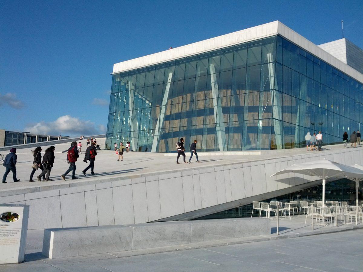 Exterior de l'edifici de l'òpera d'Oslo