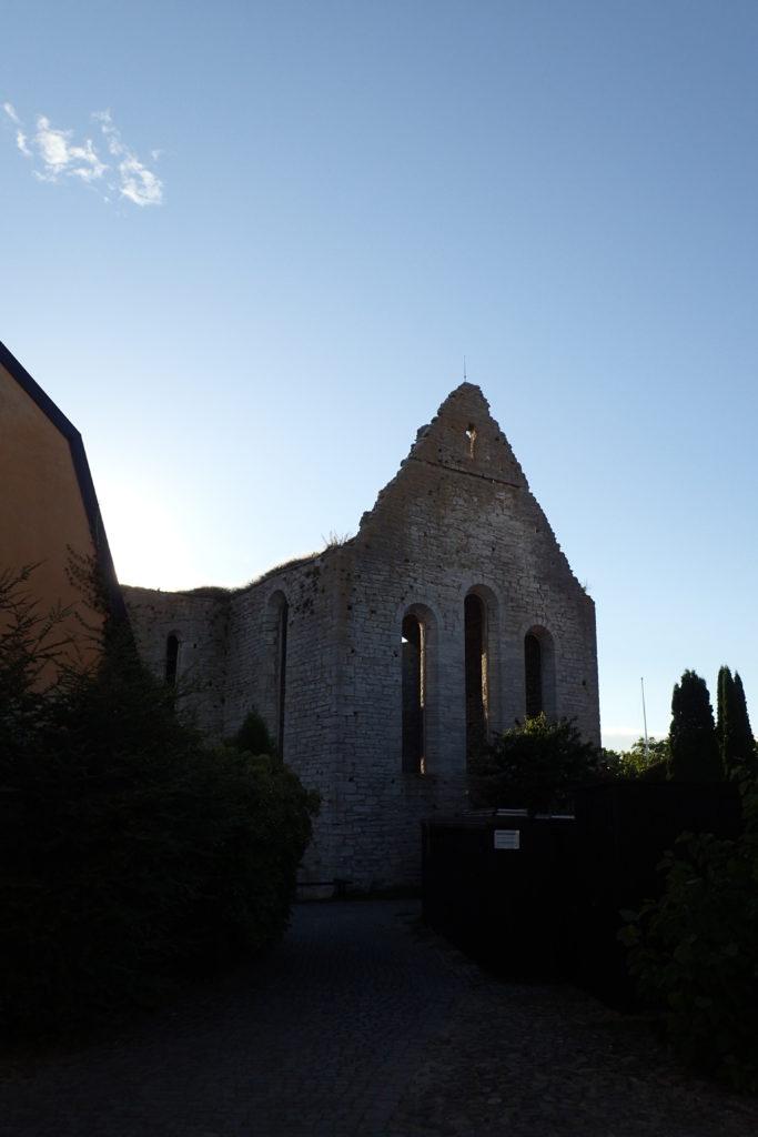 Vista d'un església en runes a Visby