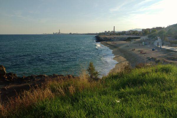 Vista de la platja de Montgat des d'un turonet