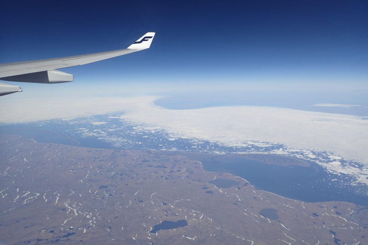 Vista aèria durant el viatge de tornada, passant per sobre Sibèria i amb el mar encara gelat en part