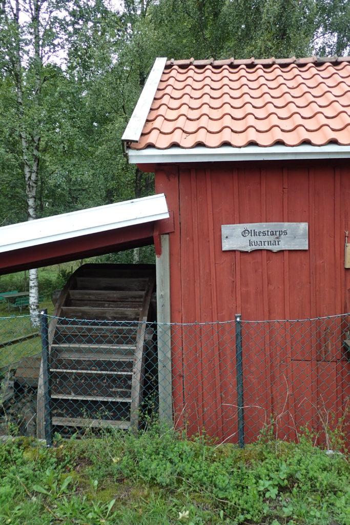 Exterior del molí amb el cartell de Ölkenstorps kvarnar