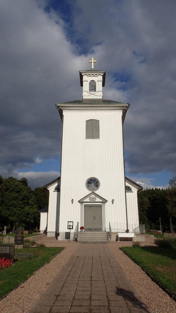 Vista frontal de l'església de Sjötofta