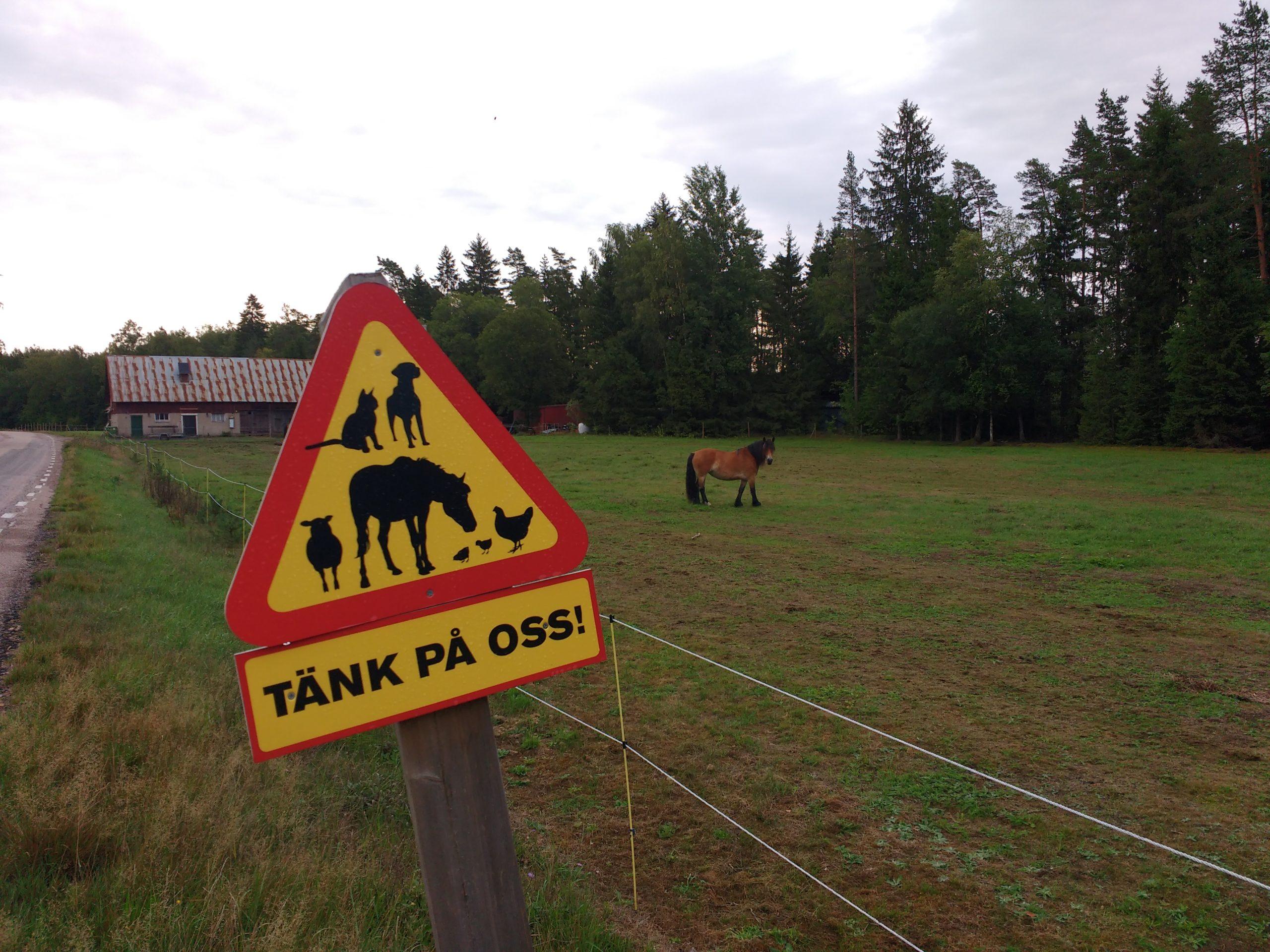 Senyal de perill amb diferents animals dibuixats