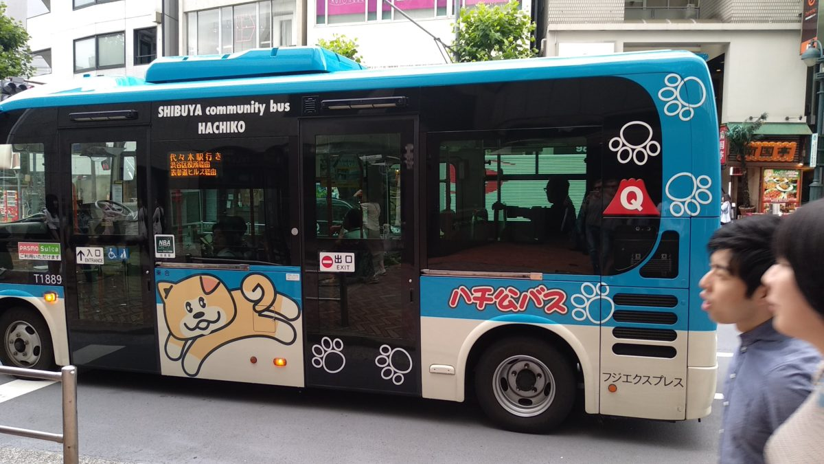 Bus decorat amb Hachiko
