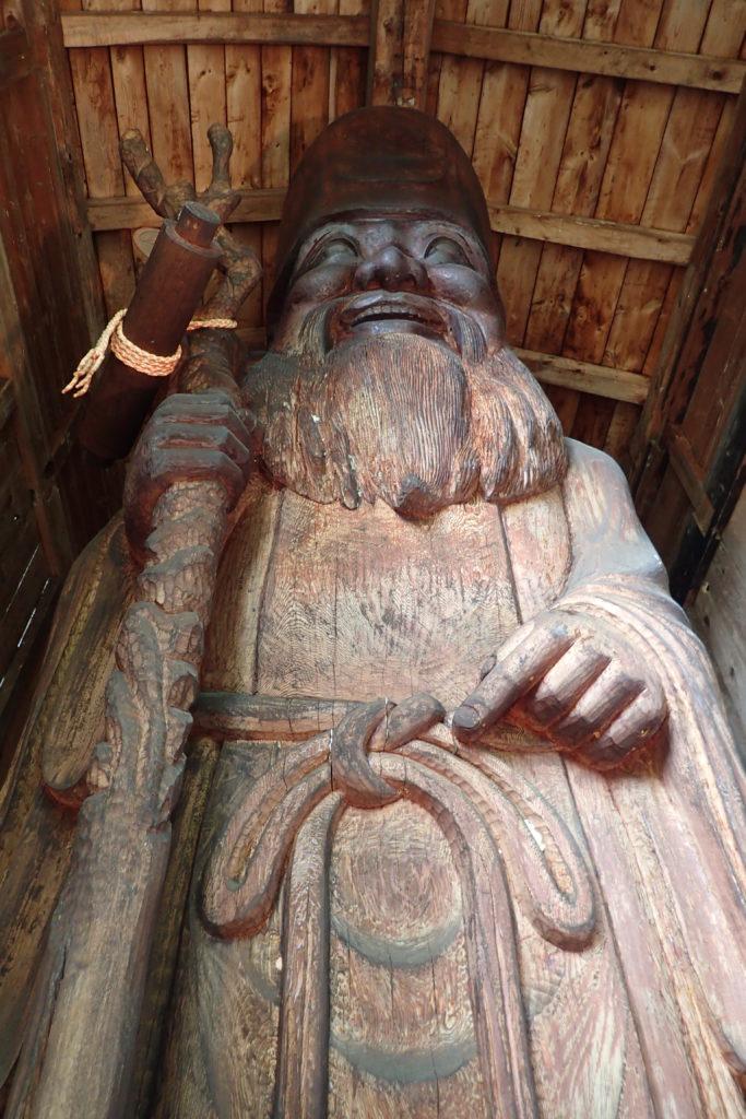 Escultura de fusta gegant