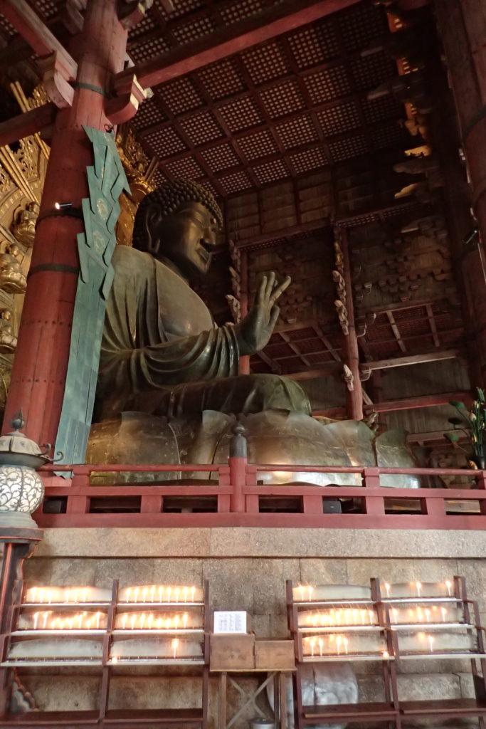 Vista lateral de l'estàtua del Buda gegant