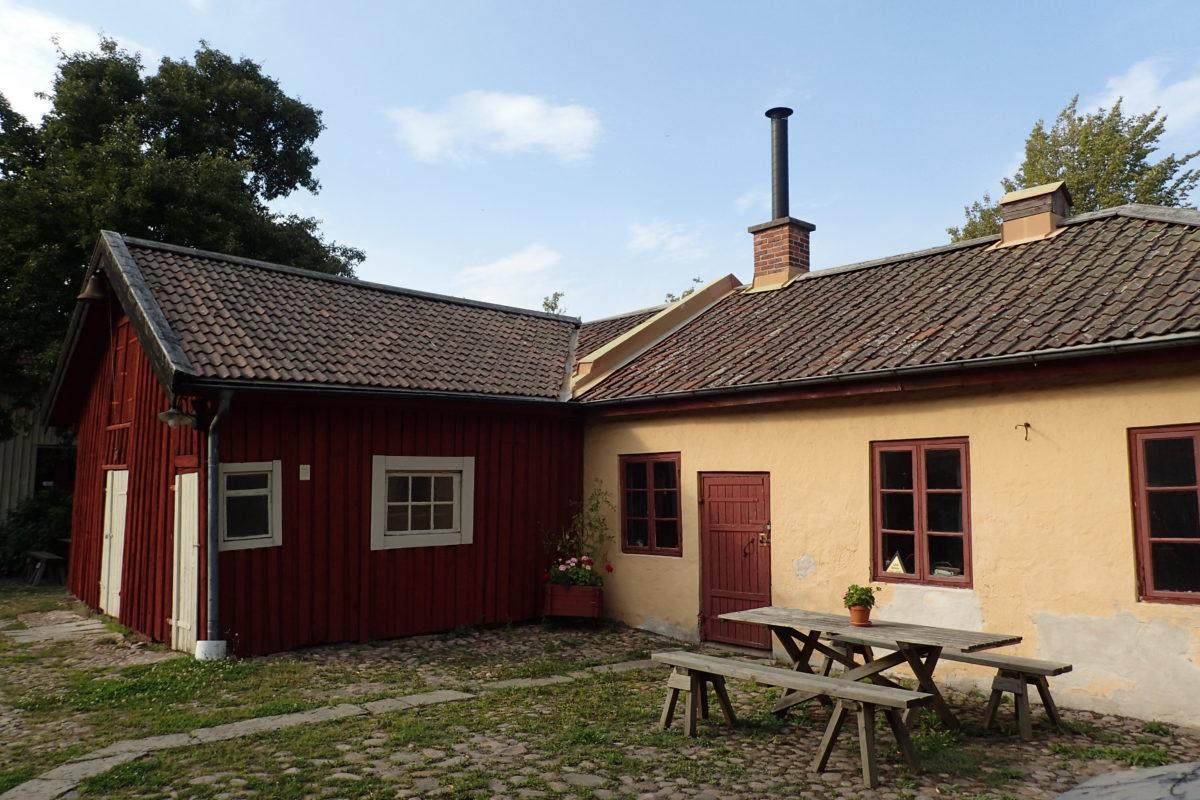 Exterior de dues cases antigues