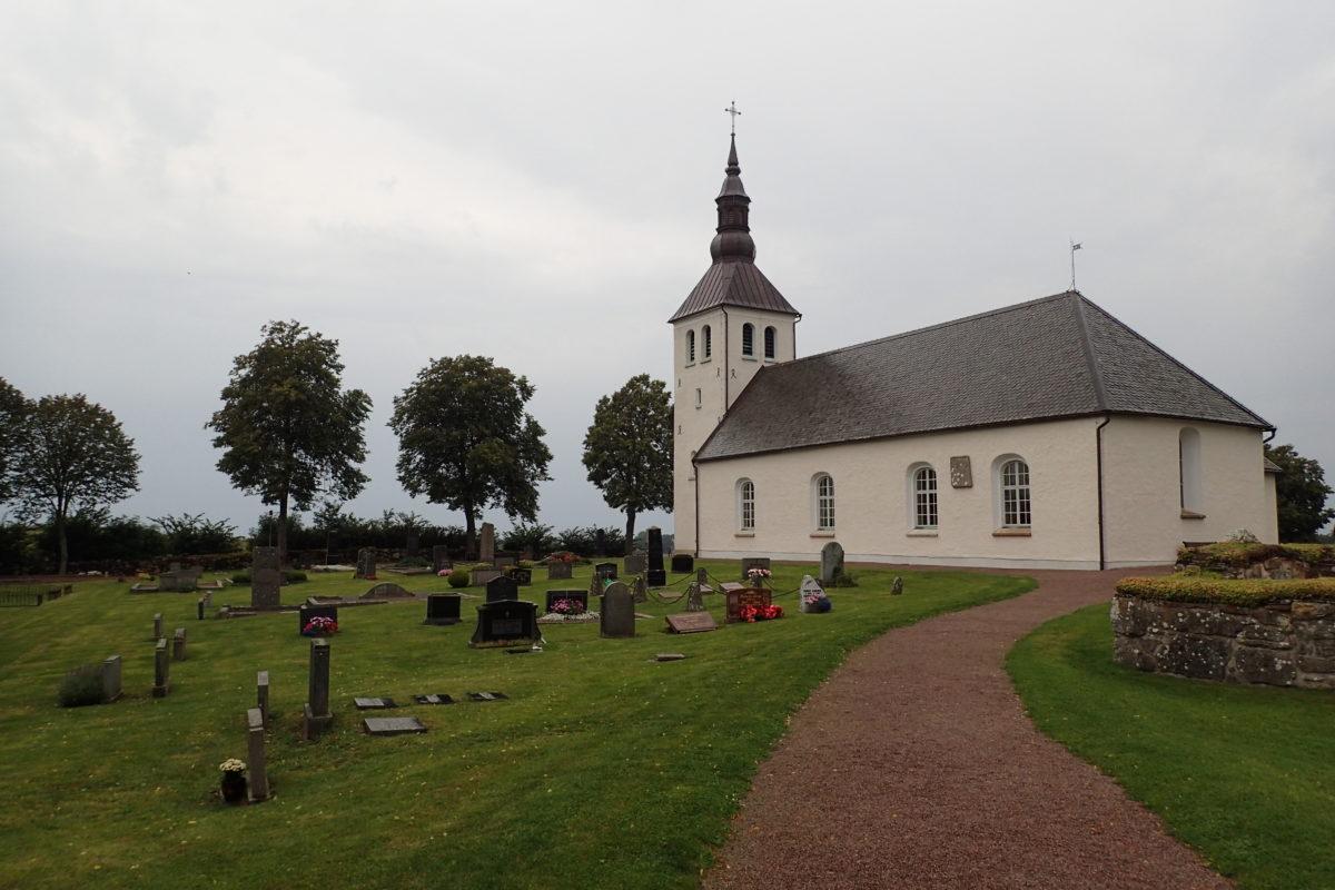 Vista de l'església i el cementiri