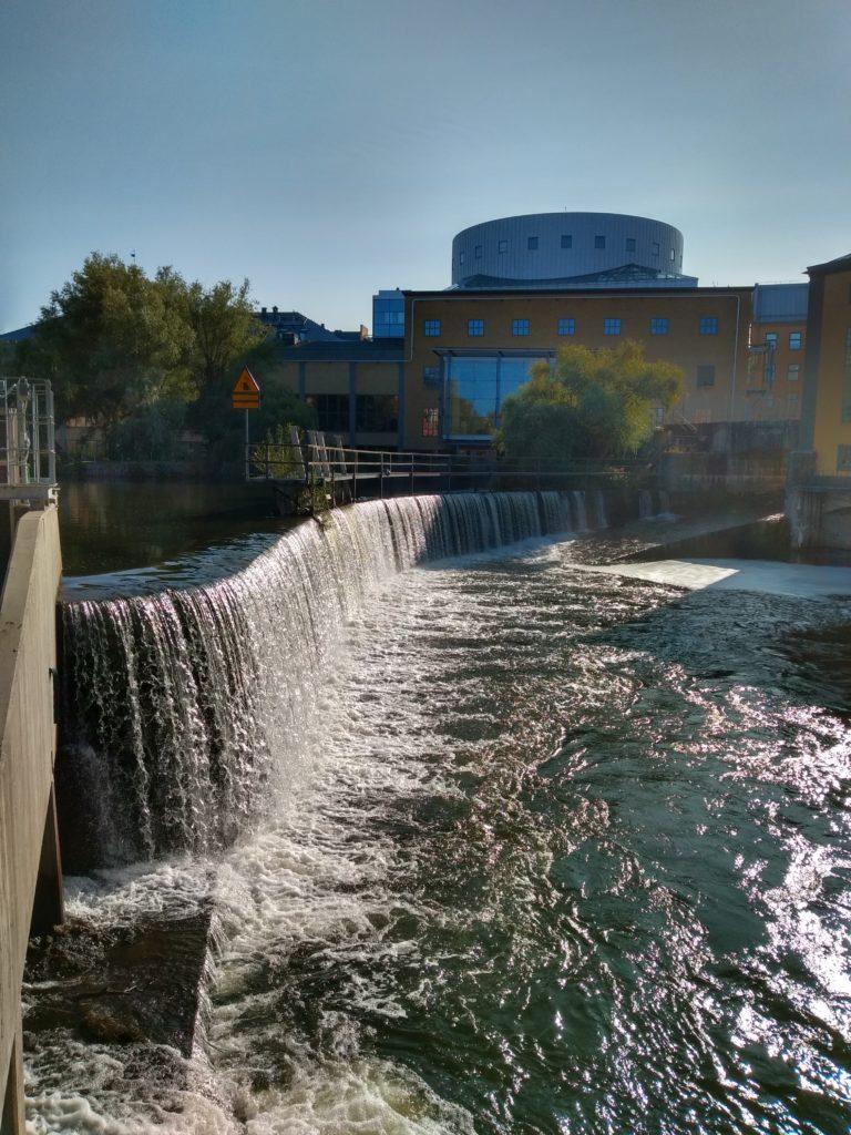 Una cascada d'aigua